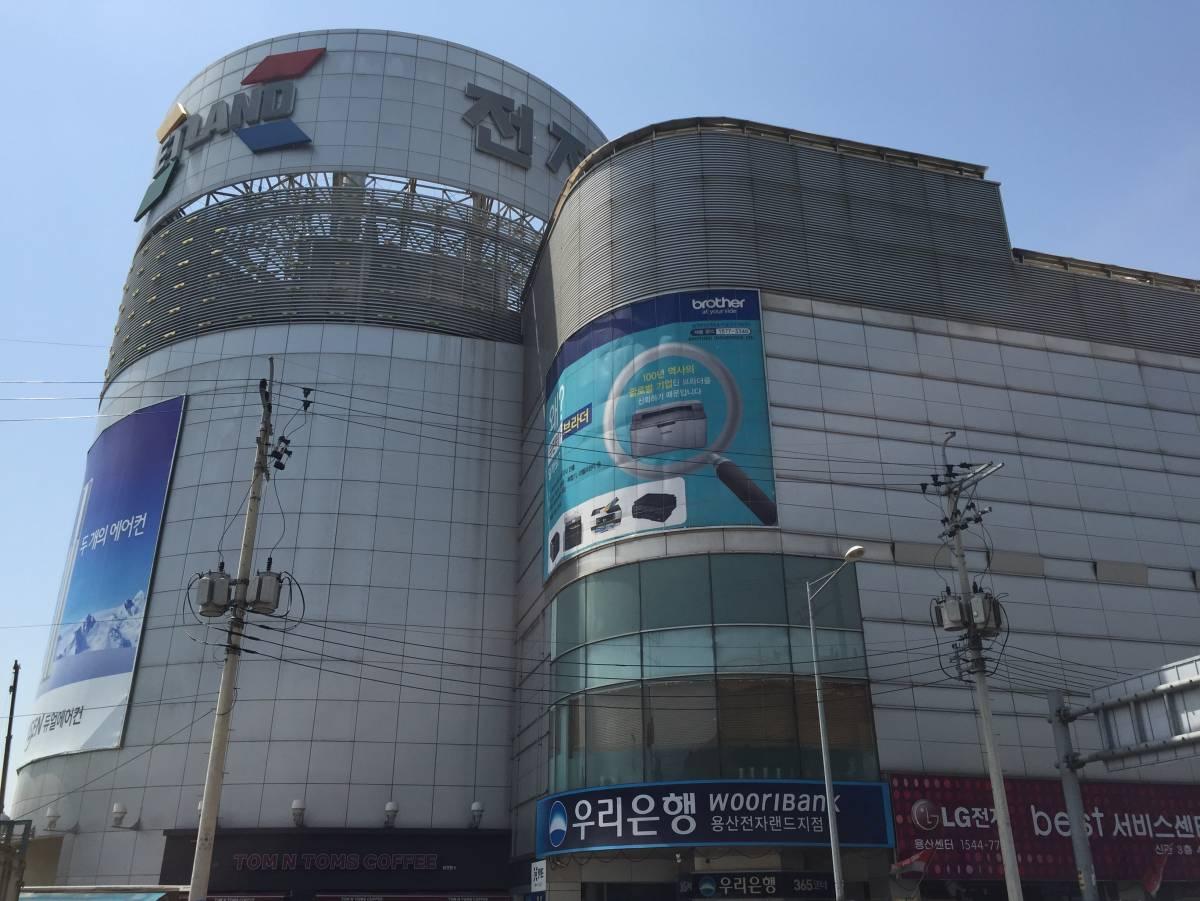 Yongsan Electronics Market 용산 전자 상가 in Seoul 437fd7647d3